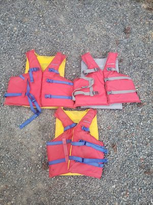 3 adult life jackets for Sale in Oregon City, OR