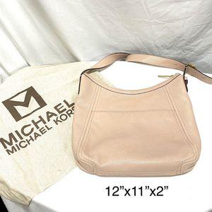 Michael Kors Messenger Bag for Sale in Oakland charter Township, MI