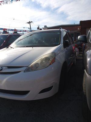 2008 Toyota Sienna minivan for Sale in Trenton, NJ