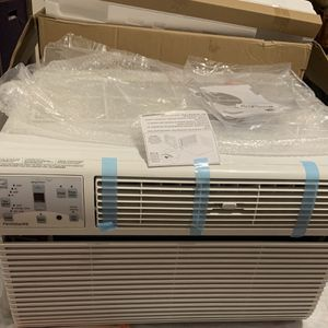 LG - Frigidaire Window Air conditioner for Sale in Minneapolis, MN