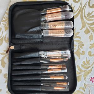 11pcs professional makeup brushes set for Sale in Los Angeles, CA