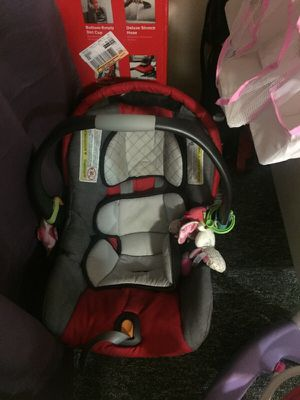 Car seat and base Chico for Sale in San Francisco, CA