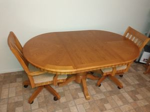 Kitchen table with 4 chairs for Sale in Melbourne, FL