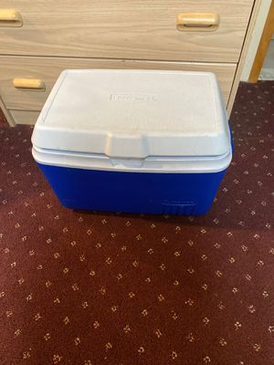 Rubbermaid cooler for Sale in Centereach, NY