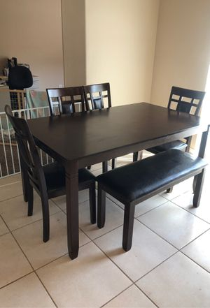 Dinning Table for Sale in Bakersfield, CA