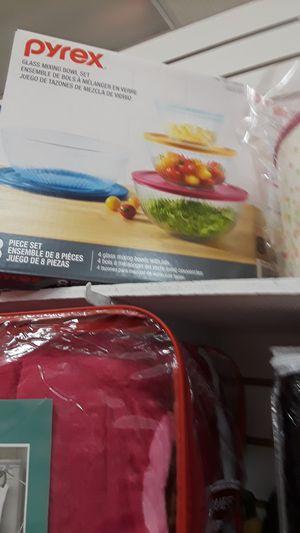 Juego para guarda su ensaladas for Sale in Rialto, CA