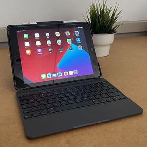 Apple IPad 6th Gen with LTE Cellular 32GB - Keyboard for Sale in South Gate, CA