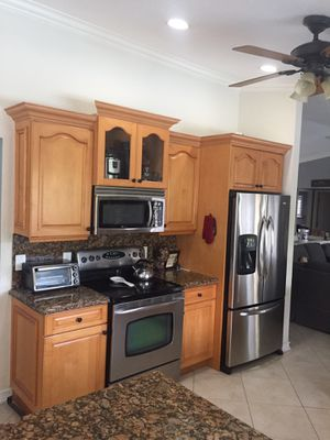 Solid wood kitchen cabinets for Sale in Boca Raton, FL