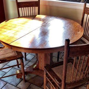 Antique Kitchen table, 4 Chairs and 5 Leaves for Sale in Chantilly, VA
