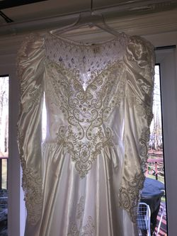 Long Sleeve Wedding Gown (never worn) for Sale in North Branford,  CT