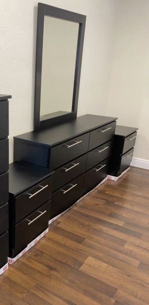 New mirror dresser and nightstands for Sale in Boynton Beach, FL