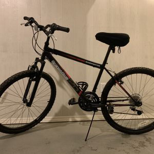 Roadmaster Granite Peak Mountain Bike With Helmet, Pump, Bike Repair Kit, Seat Cushions for Sale in Laurel, MD