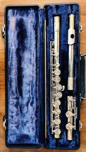 Artley Flute. Made in USA Hard Case included. In Great Condition ! for Sale in Irving, TX