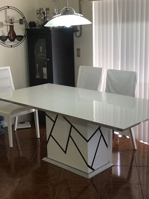 White dining table for Sale in Miramar, FL