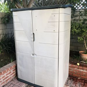 Rubbermaid Storage Shed 6'x4'x2' for Sale in Huntington Beach, CA