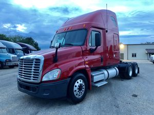 2010 freightliner cascadia Ditriot engine for Sale in St. Louis, MO