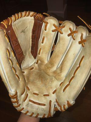 Baseball glove for Sale in Avon, CT