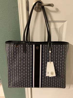 BRAND NEW Tory Burch Black Gemini Link Stripe Tote and comes with BRAND NEW WALLET! Color: Black NO TRADES PICK UP ONLY 77090 Area for Sale in Houston, TX