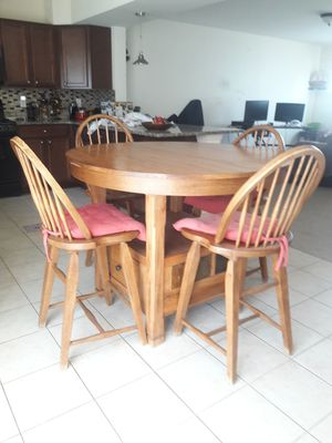 SOLID WOOD DINNING TABLE for Sale in Franklin Township, NJ