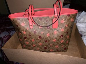 2 pcs reversible floral pattern coach bag with wristlet for Sale in Philadelphia, PA