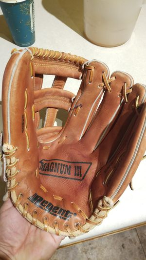 Nice 13 in baseball or softball glove for Sale in Tolleson, AZ