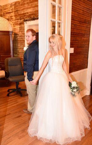 Wedding dress for Sale in Mount Hope, AL