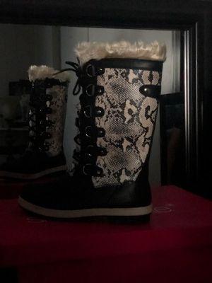 New snow boots size 9 for Sale in El Cajon, CA
