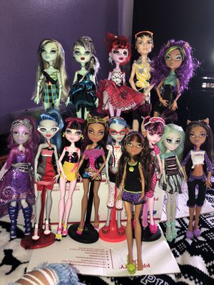 Monster high dolls ( All diffident prices ) for Sale in Oxnard, CA