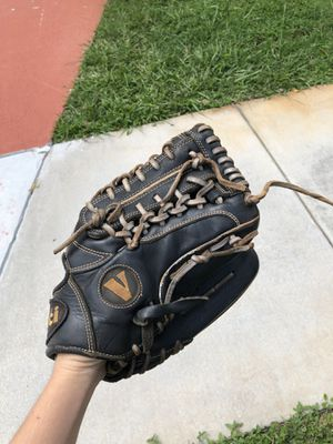 Softball glove for Sale in Parkland, FL
