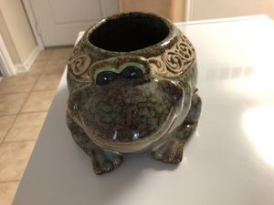 Ceramic frog flower pot excellent condition for Sale in Silver Spring, MD