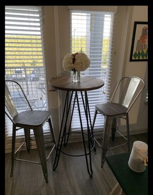 Bar stools and cocktail table for Sale in Hialeah Gardens, FL