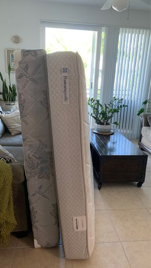 FREE Queen mattress and boxspring. Interested must pick up today for Sale in Princeton, FL