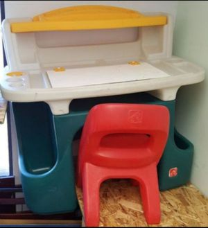 Kids Desk and Chair for Sale in Farmington Hills, MI
