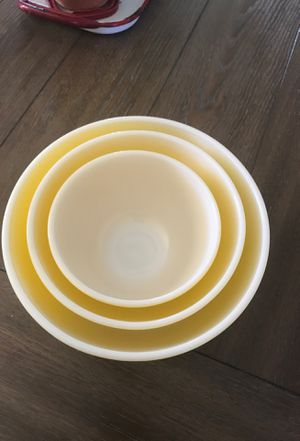 Beautiful vintage Pyrex nesting bowls yellow. No chips or fading for Sale in Beaumont, CA