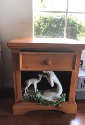 Solid Knotty Pine end table. for Sale in Long Beach, CA