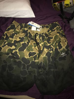2xl camo adida sweat shorts for Sale in Los Angeles, CA