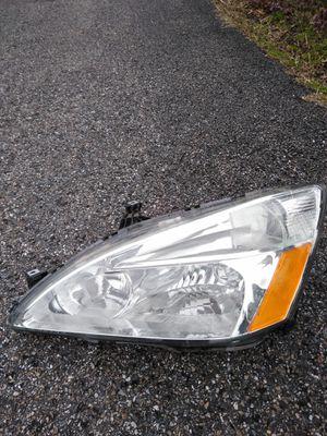 2003_2007 Honda Accord Headlight for Sale in Elkton, MD