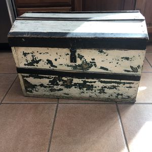 Vintage Dome Trunk for Sale in Norwalk, CT