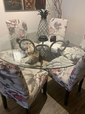 6 chairs glass dining room table for Sale in Chandler, AZ