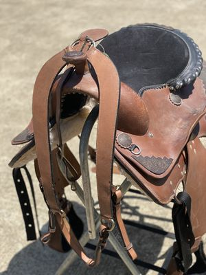 """100% western saddle size 17.5"""" black suede seat for Sale in Houston, TX"""