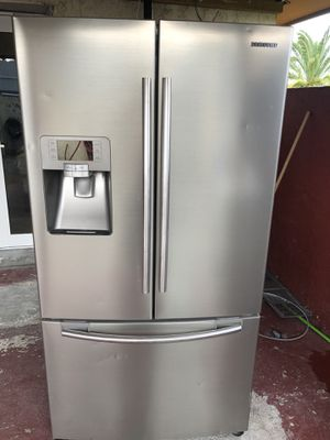 Samsung refrigerator in excellent condition with warranty offered for Sale in Miami, FL