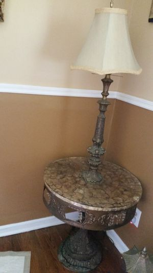 Beautiful antique table with lamp. for Sale in Smyrna, GA