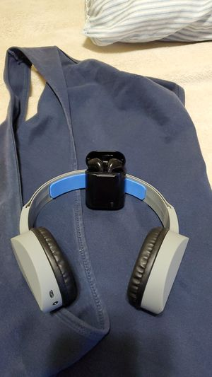 Headphones and ear buds for Sale in Meriden, CT