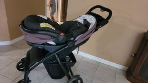 Car seat and stroller babygirl with base for Sale in Lehigh Acres, FL