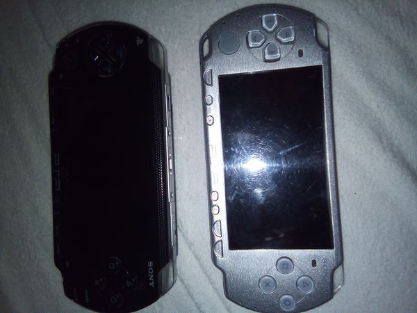 2 PSP w 40+ games and movie titles