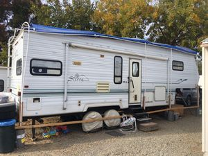 2000 Sierra forest river 27 foot fifth wheel with two slide outs for Sale in Vernalis, CA