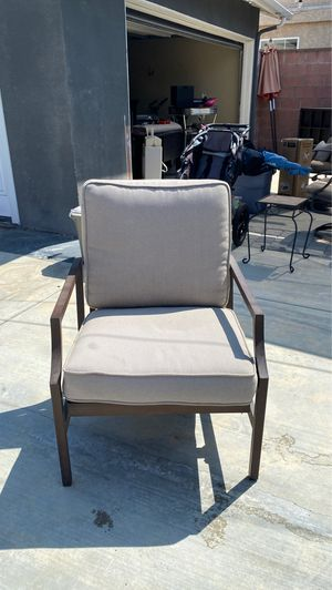 Single patio chair comes with cover for Sale in Long Beach, CA