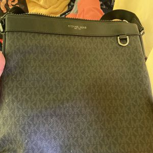Michael kors Men Messenger Bag for Sale in San Diego, CA