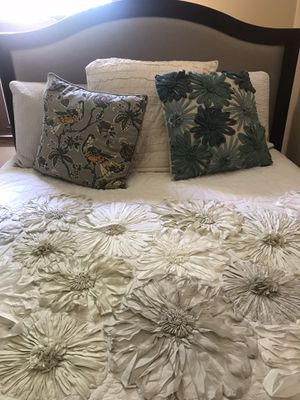 Beautiful Bed spread for Sale in Parkersburg, WV