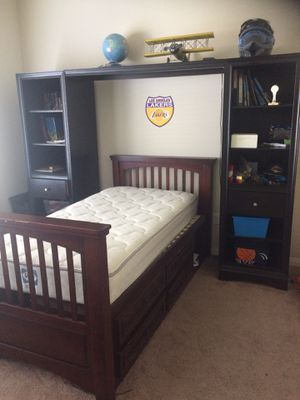 Bedroom for Sale in Bakersfield, CA